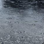 Un chapeau de pluie pour protéger votre fille des intempéries de cet automne