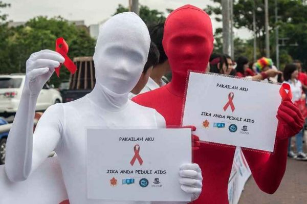Insolite: Une erreur d'impression et le  SIDA peut se transmettre par contact direct