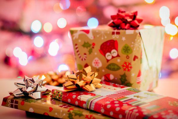 10 idées de cadeaux de Noël pour femme et homme